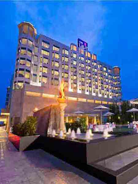 escorts serives in five star hotels